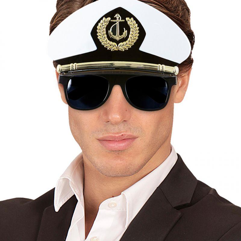 Bild på Kaptenshatt med solglasögon